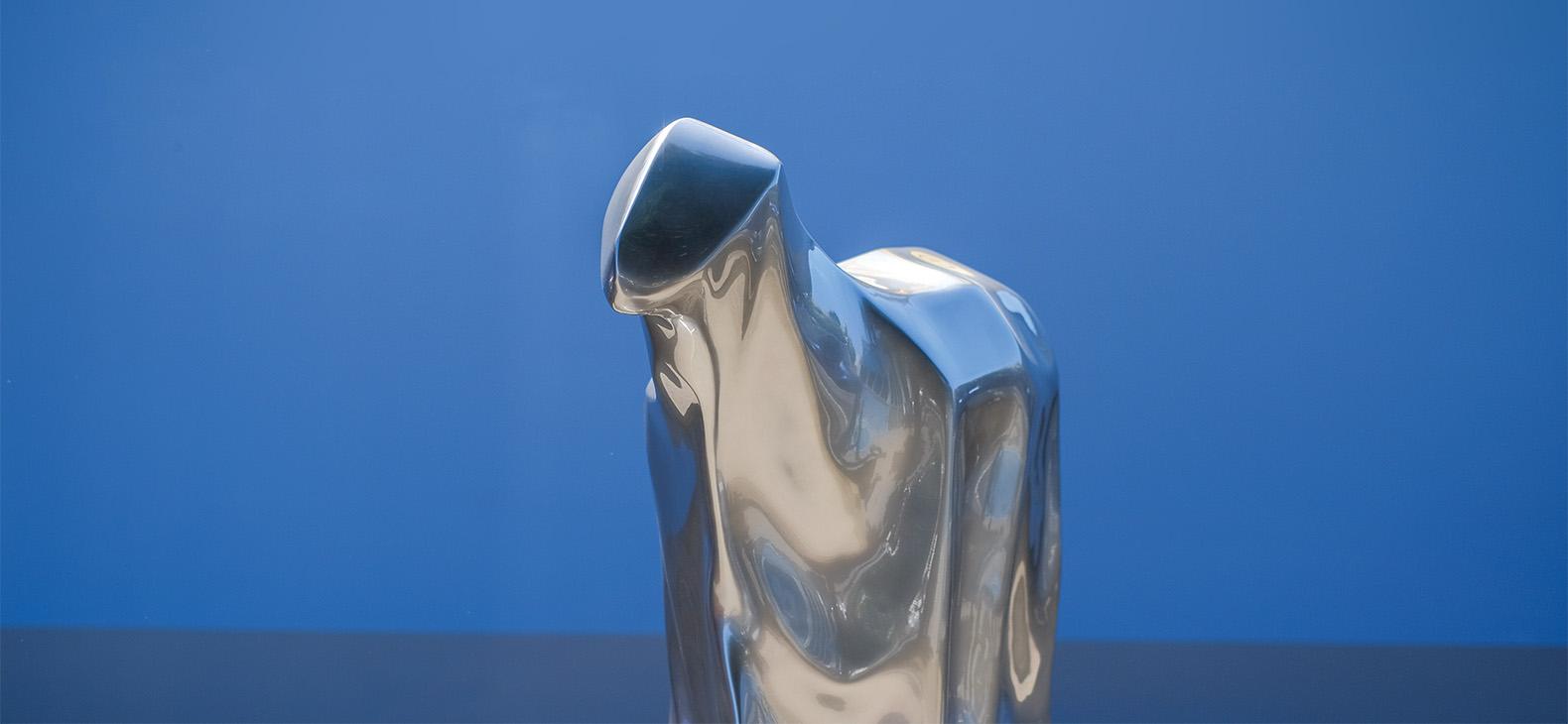 SpaceSheep, Csongor G. Szigeti, Skulptur (Epoxidharz, Autolack), 97x130x48 cm, 2013/2020
