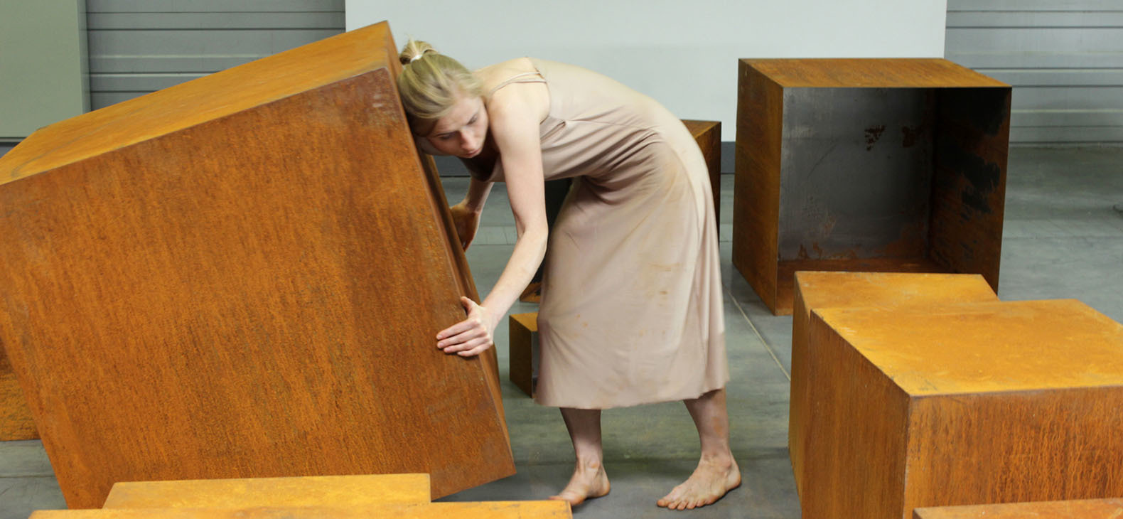 Beata Szczepaniak: About Sculpture - Order