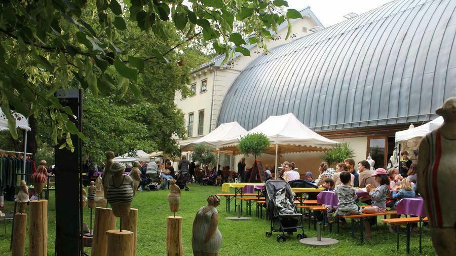 Blick in den Garten des Schafhof - Europäisches Künstlerhaus Oberbayern